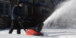 Бензиновый снегоуборщик